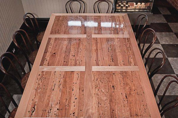 tim_coles_mister_raymond_table-5050